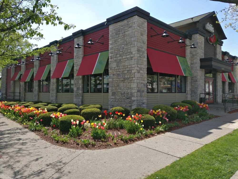 The new store will be revamped to feature Chili's current store design, similar to this location. Photo via @Chilis.