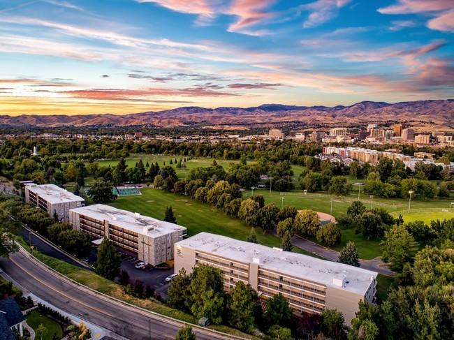 LA developer acquires prominent parkside apartments